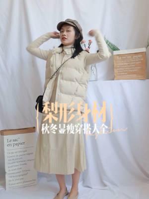 ✨小个子微胖穿搭指南✨ 这套超显瘦哒! 虽然是杏白色,但一点都不显胖, 色调暖暖的,适合冬天穿哦! 针织裙版型我很喜欢,显瘦效果一级棒, 搭配小马甲,腰身一下子就出来啦~  #适合小个子的棉服穿搭,囤!##冬日奶茶系女生甜炸了!#