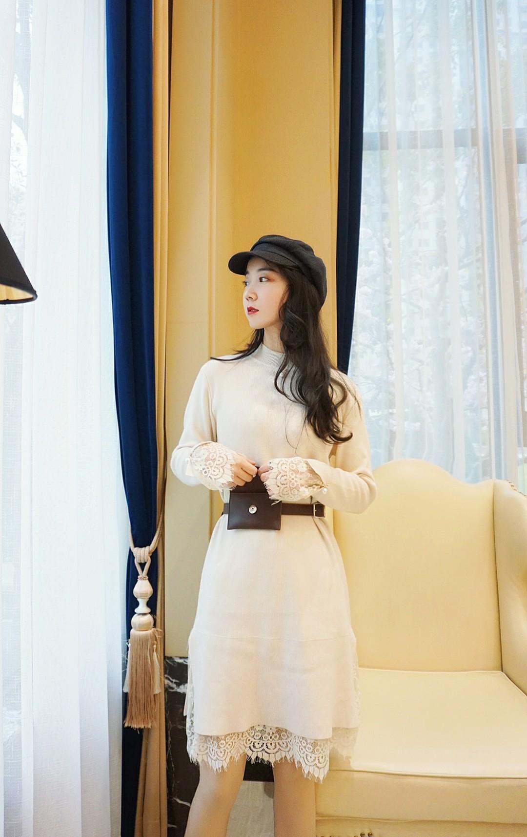《小香风蕾丝裙》一款奶白色优雅小香风蕾丝裙,精致的领口和袖口设计,平整下摆蕾丝边很喜欢,配了一款棕色的腰包更加方便~#双十二身材解忧室#