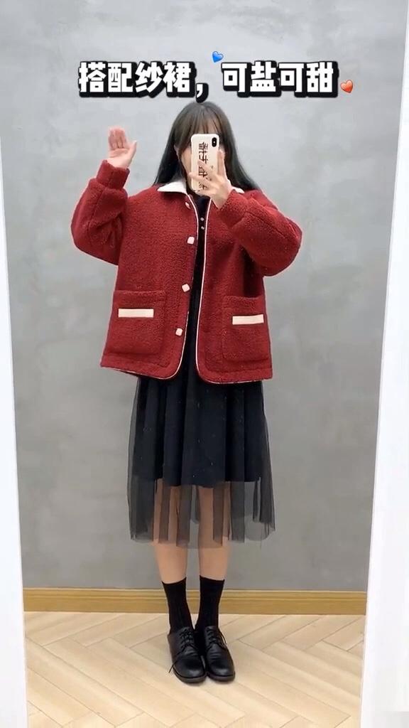 #我最推荐的一件穿搭单品#  你们要的那件红色羊羔毛外套来了,冲~超百搭好看哟,你们爱了吗?反正我爱了!