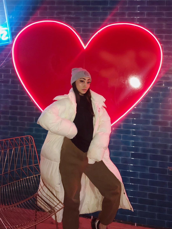 #真香警告# 喜欢的冬季穿搭 超大外套配针织毛线帽无敌啦 ~ 休闲又随性  卫衣卫裤百搭不腻的 套一个大外套就ok啦~