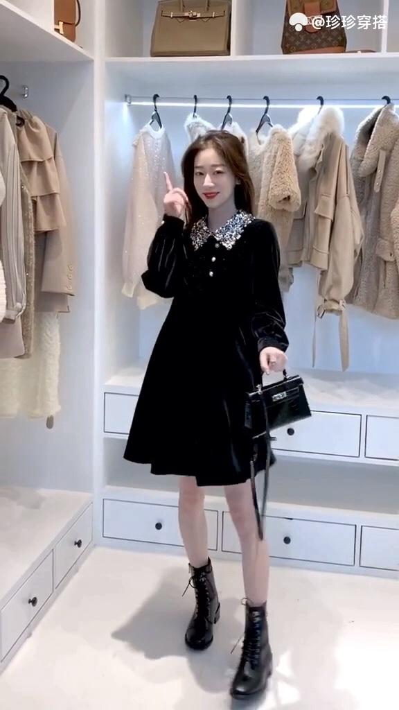 还在犹豫年会聚餐穿什么?姐妹,低调优雅的小黑裙了解一下💃悄悄说,小黑裙超显瘦!#衣柜里必不可少的单品#