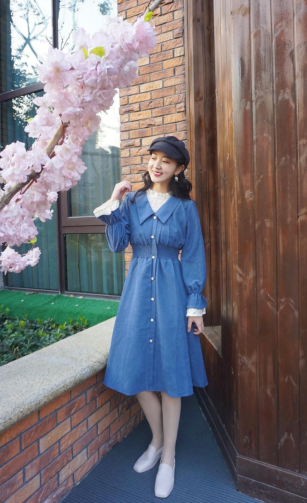 《赫本风法式连衣裙》这款连衣裙的颜色干净又温柔,针织蕾丝边非常洋气,轻复古法式赫本风连衣裙,上身少女感十足~推荐给仙女们#开春第一波上新#