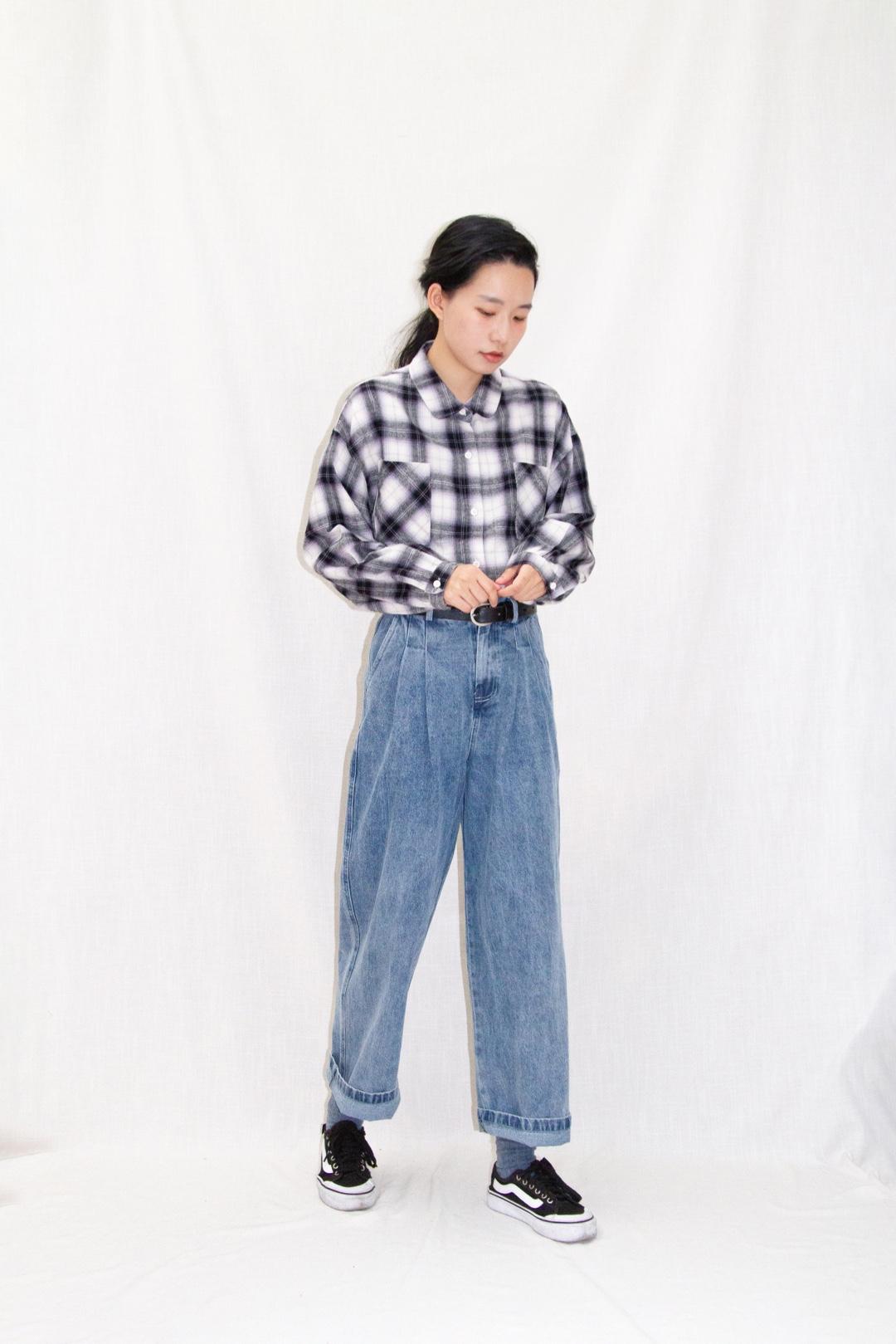 干练的低马尾配上格子衬衫 系进牛仔裤里+质感好的皮带 真的很日系哦! #全民搭配挑战赛#