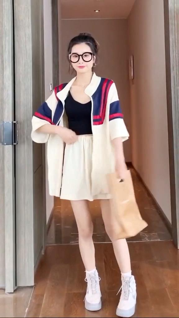女生春夏,一定不能错过的休闲套装 #大长腿穿搭术#