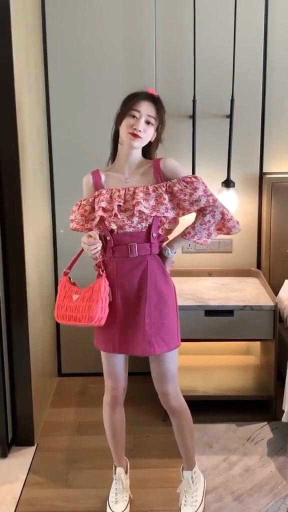 夏天怎么能少的了半身裙呢🙈无论是搭T恤还是衬衫都很好看💓春暖花开,穿上小裙子拍照吧🌼 #全民搭配挑战赛#