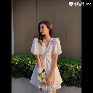 来了来了来了气质进阶 带点小性感,蝴蝶结泡泡袖而且很有设计感的网红白色连衣裙,王炸了, #今天穿什么#