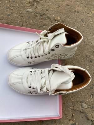 漆皮星星鞋,很个性,质量没得说,选轩姐就对了。 #程轩家太好买了#