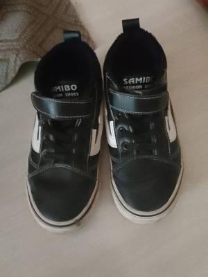 鞋子挺好看,就是没穿多久鞋型往两边歪了。不过这个价格买的也还行了 #小甜心_呢粉丝晒单#
