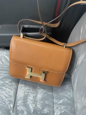 做工超级好,没有一点线头深的,这个价格买到这个质量的包包真的是赚飞起,王姐和甜心太给力了 #小甜心_呢粉丝晒单#