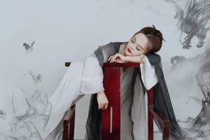 盘子女人坊,坐标北京东四环店,店里每天拍照的人很多,很不错的体验,第一次体验古风写真,服务很好,一对一化妆,摄影师小哥哥很耐心的教动作,最后就是选片,超过套餐的会花一点钱,也是看个人,谢谢甜心@小甜心_呢 爱了 #小甜心STUDIO#
