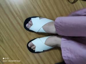 穿上脚很舒服,对于高个子来说这个平底鞋就很不错呢希望可以穿的住吧 #橙子西西98粉丝晒单#