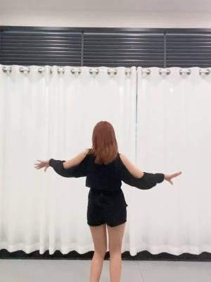 @叶子yzzz 积极响应叶子的号召,我来啦🥰🥰🥰超级喜欢跳舞的我申请加入你的战队😚翻我翻我翻我 #我和主播一起拍#