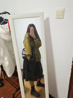 绝绝子。120斤,太显瘦了,秋冬必备百搭神裙,超级有质感 #冉冉Rran粉丝晒单#