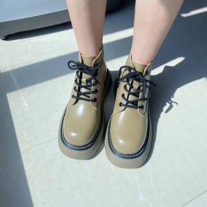 爱了爱了鞋子很好看,穿着很软很舒服,这个颜色很洋气,应该也挺百搭的,发货速度赞👍,小个子福音…… #冉冉Rran粉丝晒单#