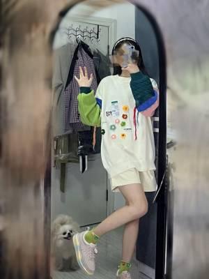 重工拼接毛衣~~ 下半身裤子裙子都可以~ 毛衣上有的颜色的下装都可以搭~ #小甜心_呢粉丝晒单#