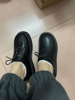 这个鞋子太好穿了吧,真的好喜欢这双鞋子啊,好显脚小啊 #小甜心_呢粉丝晒单#